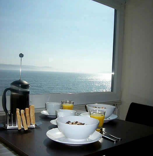 Scottish seaside Holiday Flat | Stylish Shoreside Holiday Flat Argyll, Beach and Pub nearby Sleeps 2