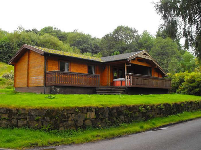 Loch Awe self catering lodges | A choice of Shoreside Log Cabins and Lodges, Hot Tubs, Saunas, BBQ, Sleeps 4, 6 and 8