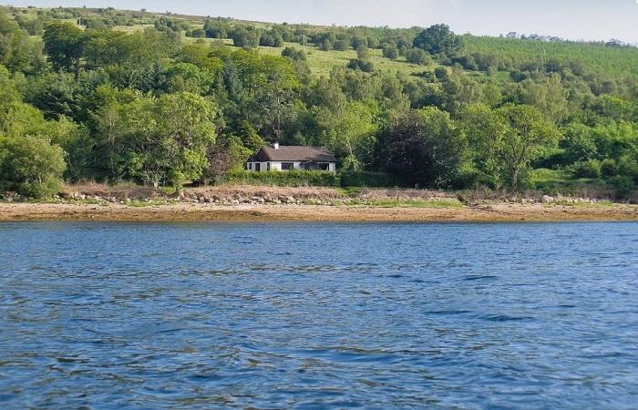 Loch Fyne Remote Lochside Cottage