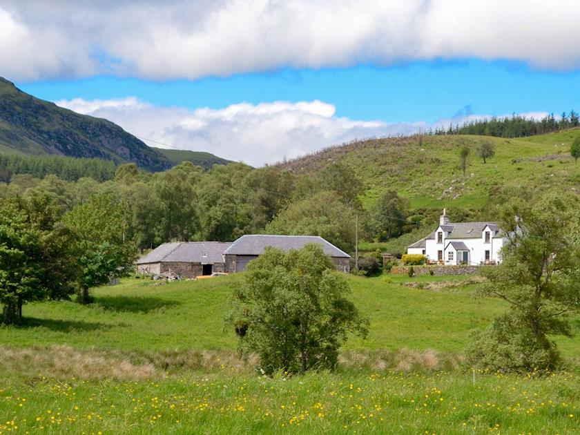 Remote Cairngorms Holiday Cottage with Hot Tub